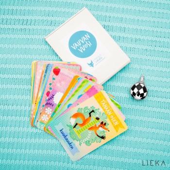 Vauvan vuosi korttien suunnittelu ja taitto